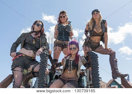 Post-apocalyptic Survival Costume Girls