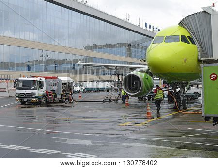 Airbus A319 S7 Airlines Refueling Aircraft