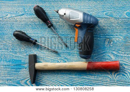 The photo shows the screwdriver and hammer