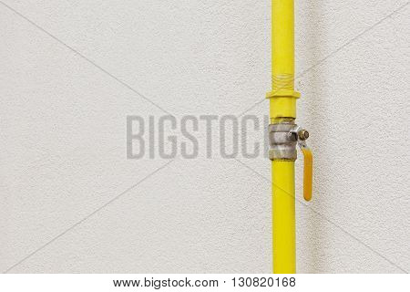 the gas valve on a yellow pipe