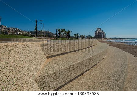 Granolite and paving stones covered front sea promenade with