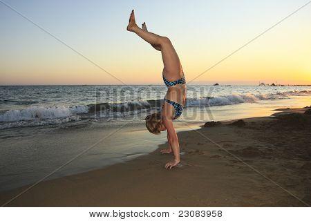 oman makes a handstand