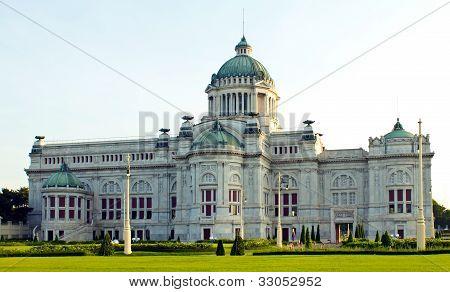 Anantasamakom Thron Hall