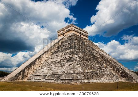Chichen Itza Ruins El Castillo Mayan Temple Of Kukulcan On Yucatan In Mexico