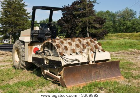 Dirt Compacting Roller With Blade