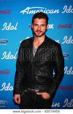 """LOS ANGELES - 7 de MAR: Adan Canto llega a la fiesta de finalistas de """"American Idol"""" de 2013 en el japonés el"""