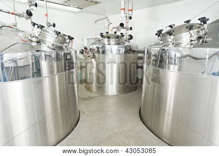 Pharmaceutical technology equipment tank facility for water preparation, cleaning and treatment