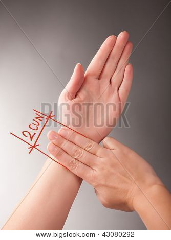 Acupressure, acupuncture. How to measure 2 CUN, a traditional Chinese unit of length. Its traditional measure is the width of a person's thumb at the knuckle.