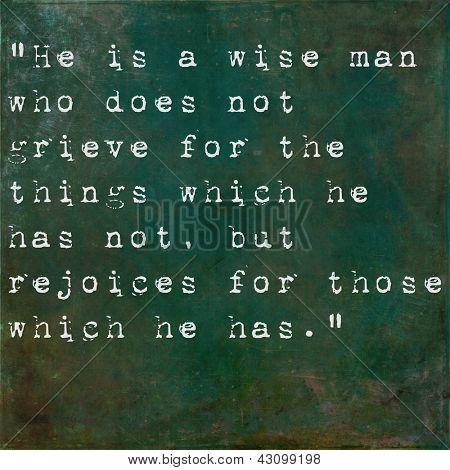 Inspirierende Zitat von Epictetus auf erdig grünen Hintergrund