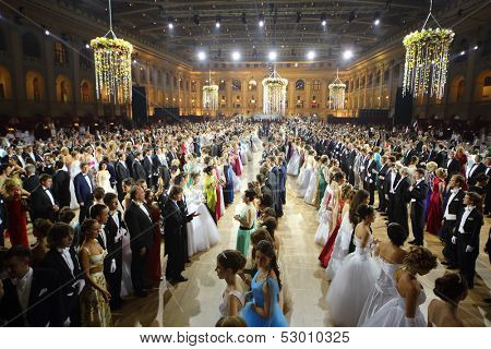 MOSCOW - MAY 25: Rows of beautiful couples at 11th Viennese Ball in Gostiny Dvor on May 25, 2013 in Moscow, Russia.
