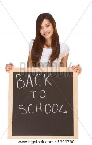 Voltar à escola estudante asiática por Blackboard