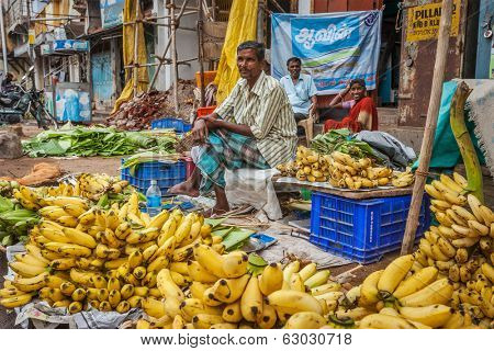 TIRUCHIRAPALLI, INDIA - FEBRUARY 14, 2013: Unidentified Indian man - hawker (street vendor) of bananas