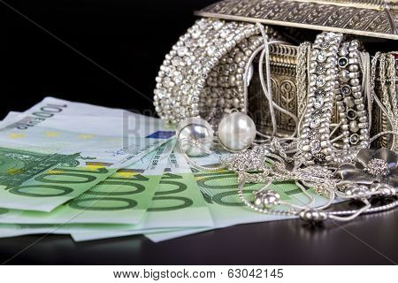 Silver jewelry and Euro