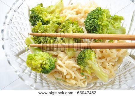 Ramen Noodles With Steamed Broccoli