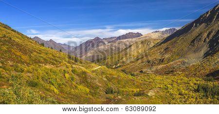 Yukon-Nahanni Road