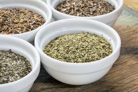 pic of irish moss  - bowls of seaweed diet supplements  - JPG