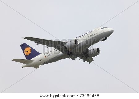 BUDAPEST, HUNGARY - MAY 15: Lufthansa A319 taking off at Budapest Liszt Ferenc Airport, May 15th 2014. Lufthansa is the largest airline of Europe.