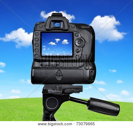 Dslr camera photographing blue sky