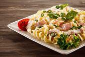 image of carbonara  - Pasta carbonara and vegetables - JPG