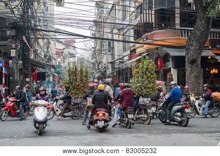 Hanoi traffic before the Chinese New Year