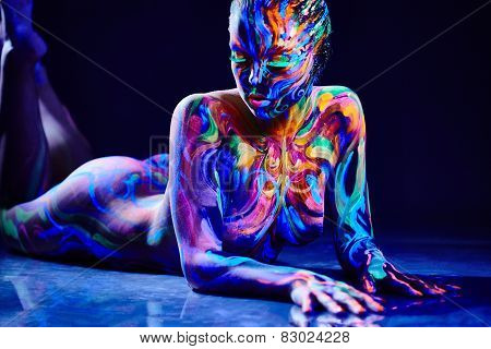 Sensual nude girl with fluorescent body art