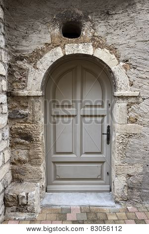 Arch Door In Sablet