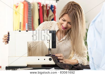 Young Fashion Designer Sew