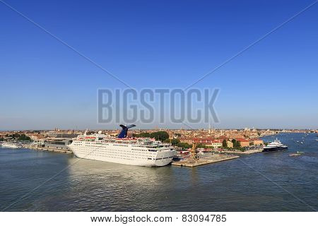 Venezia And The Cruise Ships