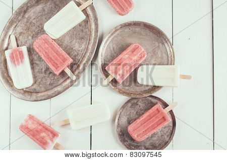 Creamy And Strawberry Popsicles
