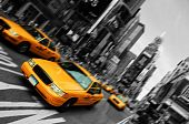 Постер, плакат: Такси Motion Blur фокус Нью Йорк Таймс Сквер