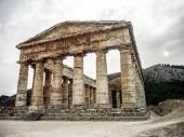 picture of parthenon  - View of a Sicily Parthenon in Italy - JPG