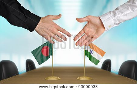 Bangladesh and India diplomats agreeing on a deal