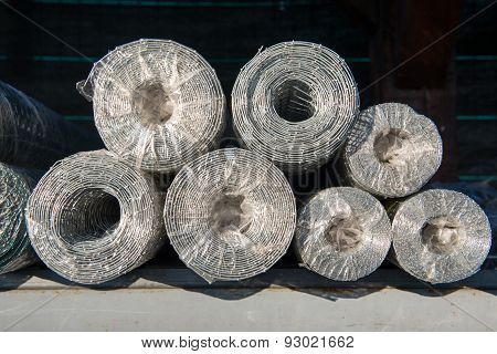The wire fence. Rolls in the package.
