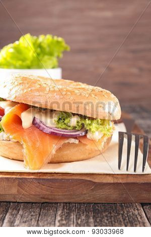 bagel with smoked salmon and cheese