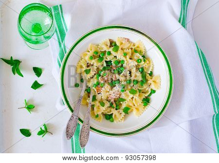 Pasta With Green Peas And Creamy Sauce