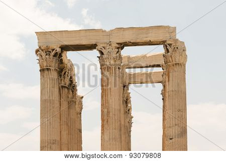 Architecture of the columns of the temple of Zeus in Greece.