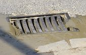 picture of manhole  - Melted water flows down through the manhole - JPG