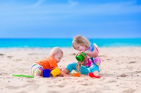 picture of spade  - Kids play on a beach - JPG