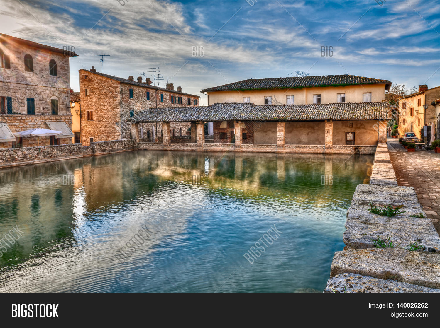 bagno vignoni siena tuscany italy old thermal baths at dawn in the