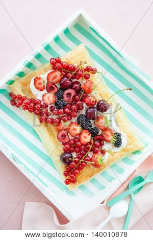 Puff pastry with vanilla cream and fresh red fruits