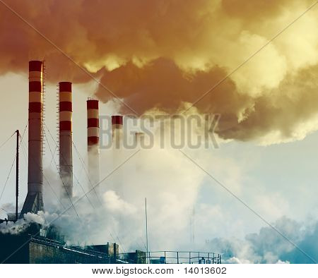 Usina com fumaça