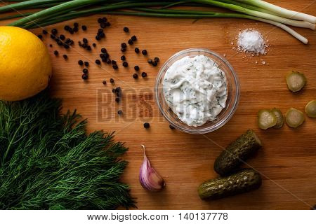 sauce mayonnaise spices peper garlic green lemon