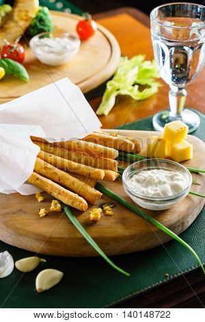 garlic bread sticks with sauce
