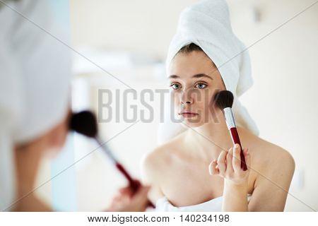 Applying powder
