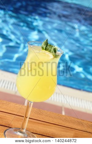 Cold lemonade with lemon and mint pool