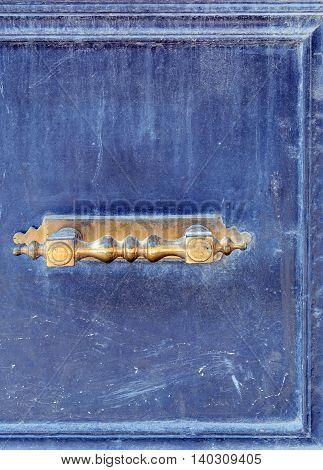 Door knob - vintage. Old door with blue thread and the handle