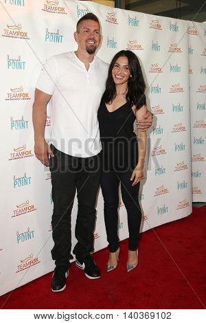 LOS ANGELES - JUL 27:  Steve Howey, Sarah Shahi at the