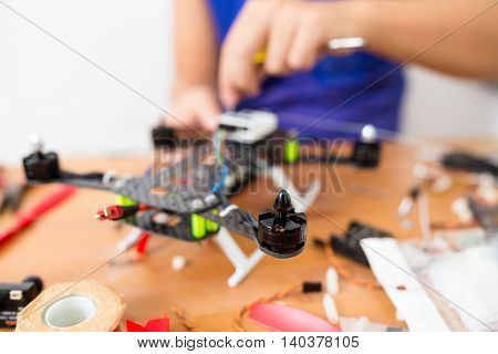 Building flying drone