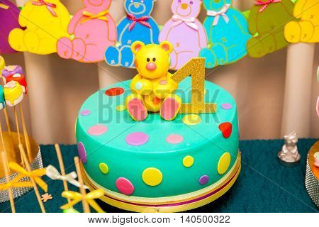 1st year kids birthday cake with sweet bear on the top and number one sign