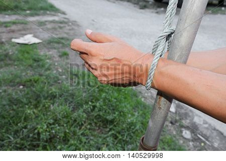 hand male tied rope with steel .